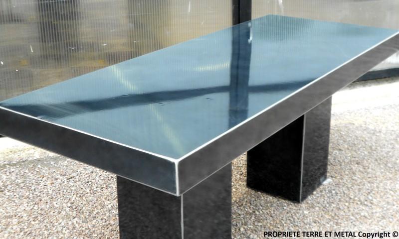 TABLE PUR EN ACIER NOIR